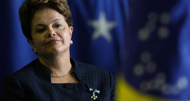 BSB BRASÍLIA 15/12/2011 - DILMA/ MILITARES - NACIONAL - A presidente Dilma Rousseff durante cerimônia de imposição da Ordem do Mérito da Defesa. Foto.: BETO BARATA/ AE