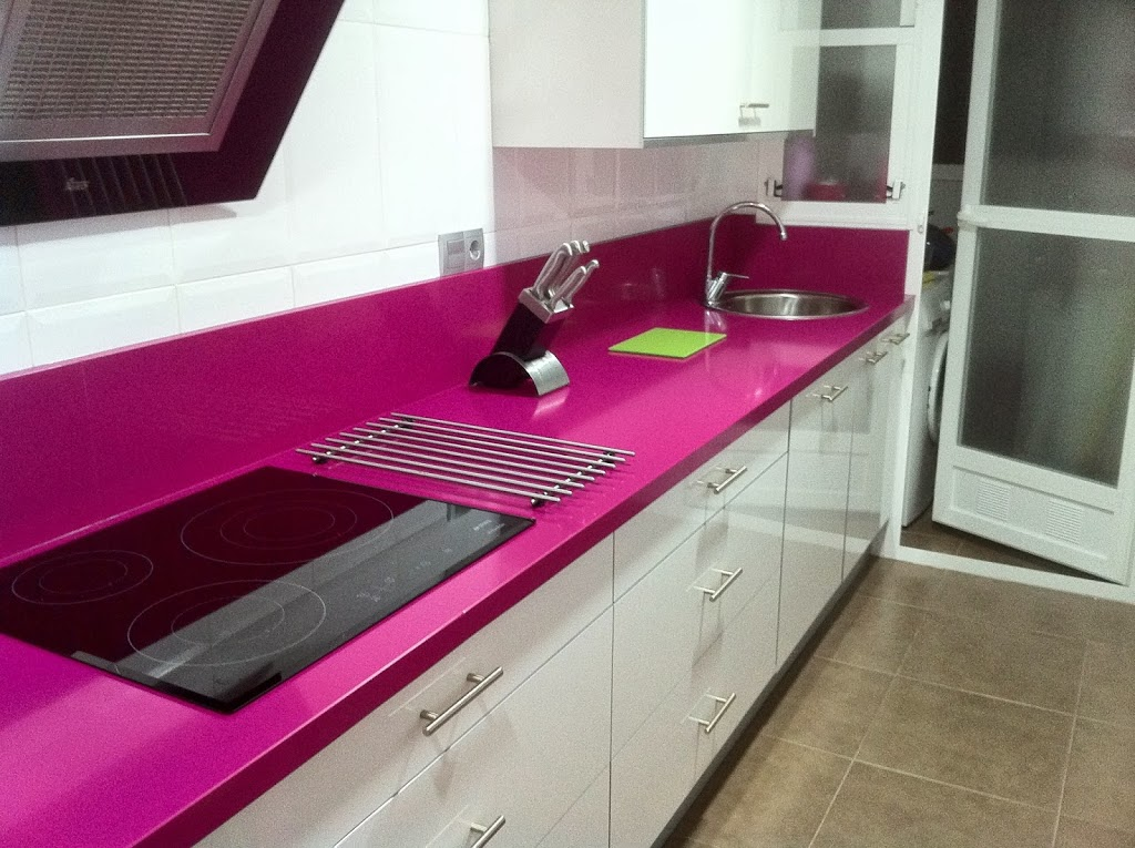 Encimera de cocina silestone fucsia - Cocinas rosa fucsia ...